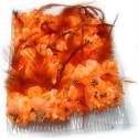 Caja con doce peinetas con flores y plumas color naranja