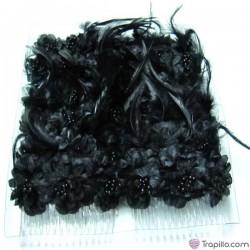 Caja con doce peinetas con flores y plumas color negro