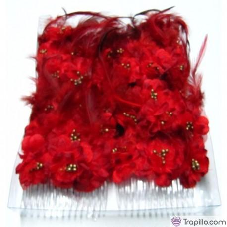 Caja con doce peinetas con flores y plumas en tonos rojos