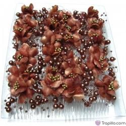 Caja con doce peinetas marrones con flores y bolas perladas