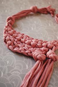 totora-collar