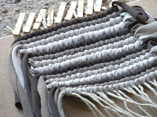 Telar casero para hacer alfombras sencillas el blog de - Como hacer alfombras de nudos ...