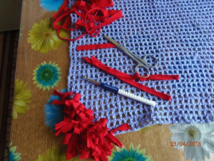 Rejilla tejida para alfombras de flecos el blog de for Como hacer alfombras a mano