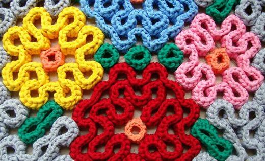 Alfombras de trapillo con puntada wiggly el blog de for Alfombras artesanales tejidas a mano