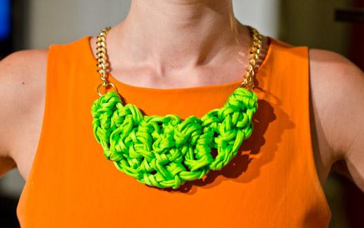 72b1833d3b45 Me encantan los collares que combinan trapillo y cadenas y si son cadenas  recicladas aún mejor
