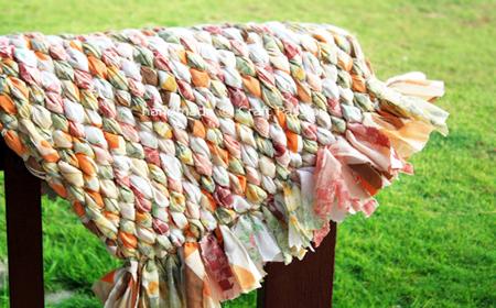 Alfombra de tela reciclada tejida el blog de - Alfombras hechas a mano con lana ...