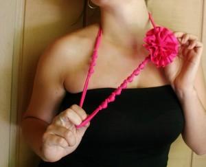 Hermoso-collar-de-cuentas-y-flores-1
