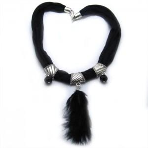 collar trapillo con pluma