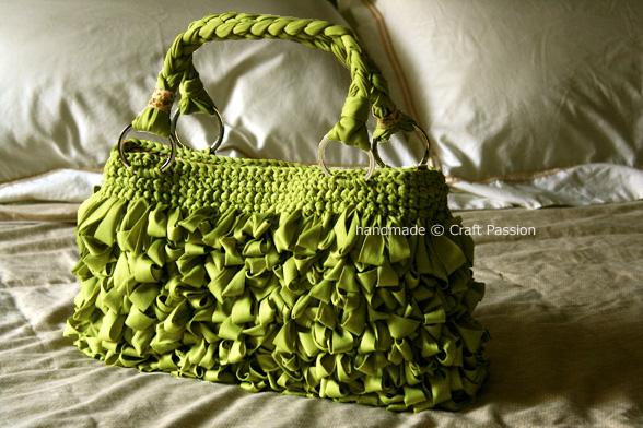 loop-green-bag-on-bed