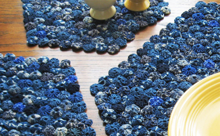 C mo hacer un mantel con yo yo de tela reciclada el blog for Como hacer alfombras en bordado chino