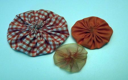 Cómo hacer un yo-yo de tela reciclada