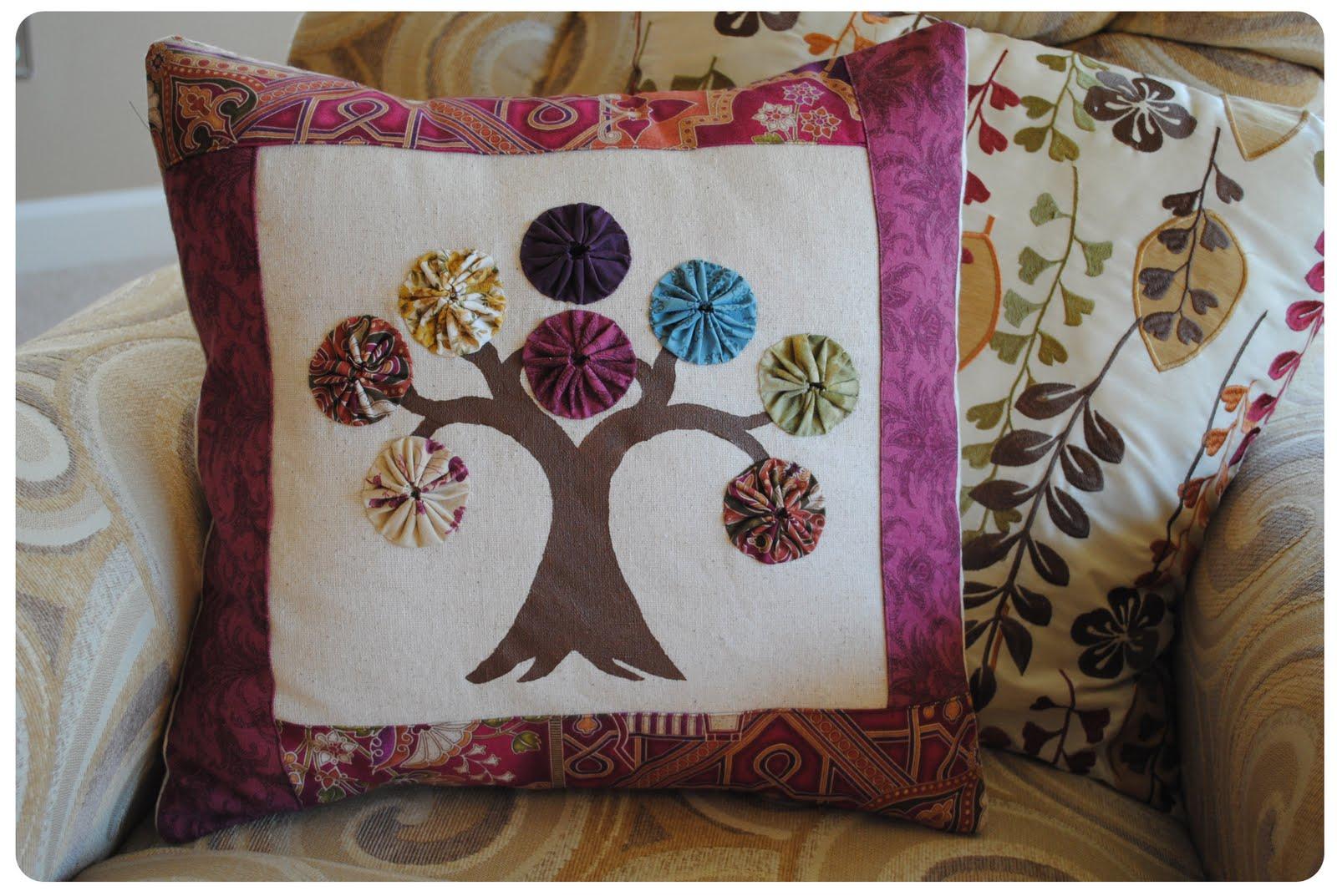 Cojines decorados con yo yo | El blog de trapillo.com