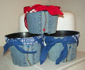Make-Denim-Pots-or-Containers-From-Repurposed-Denim-Jeans