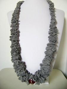 Transforma una camiseta en un collar_1