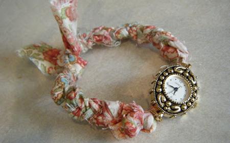 Cómo renovar un reloj con tela reciclada