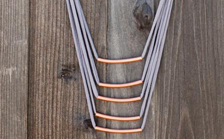 Collar de tubos de cobre y trapillo
