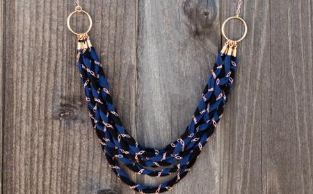 Collar trenzado con cadenas