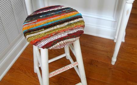 Renovar un banquito con una alfombra