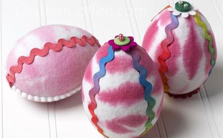 Huevos decorados con tela