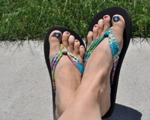 bright-diy-summer-sandals-and-flip-flops5-500x400