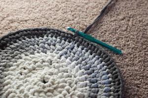 crochet-t-shirt-yarn-rug-8