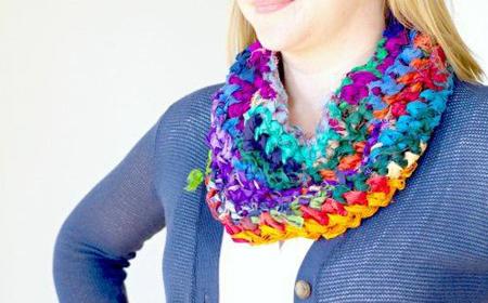 Bufanda multicolor de tela reciclada