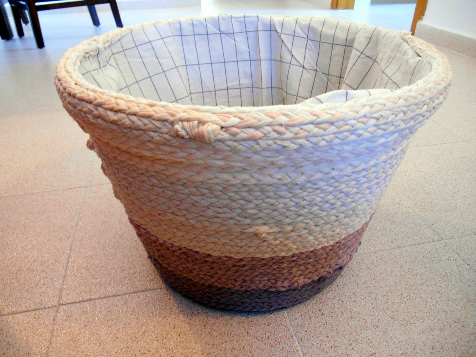 Decorar cestas con trenzas de trapillo