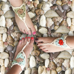 Sandalias descalzas tejidas