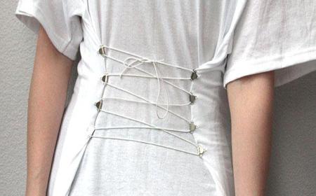 Decorar una camiseta con corset