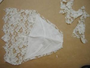 Lace-on-tee-shirt-shoulders-DIY-Virginie-Peny-2