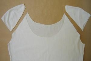 Lace-on-tee-shirt-shoulders-DIY-Virginie-Peny-3