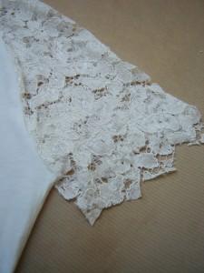 Lace-on-tee-shirt-shoulders-DIY-Virginie-Peny-6