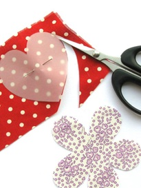 step-2-how-to-make-felt-and-fabric-brooches