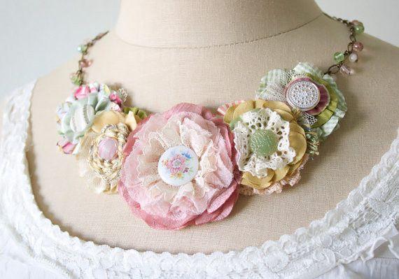 b316dd48a59b Modelos de collares con flores de tela