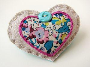 fabric_heart_brooch