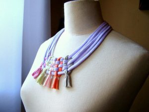 Collar multicolor de trapillo