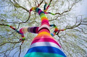Arte en ganchillo intervención en espacios públicos