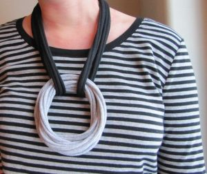 Collar con bucles de trapillo