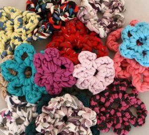 Patrón de flores de trapillo en ganchillo