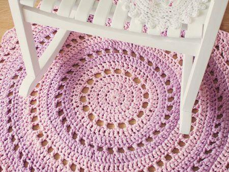 Patrón de alfombra de mandala en trapillo