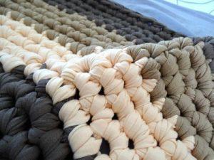 Cómo reparar una alfombra de trapillo