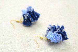 Pendientes de tela reciclada