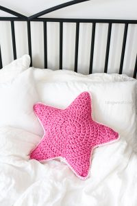 crochet-star-pillow-20
