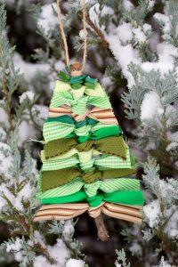 Scrap-Ribbon-Tree-Ornaments-snow