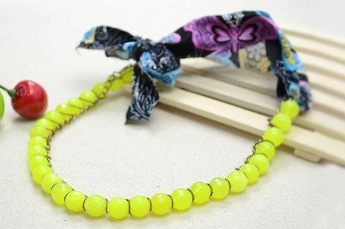 Renovar un collar con tiras de tela