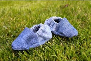 Zapatos de bebé con jeans reciclados