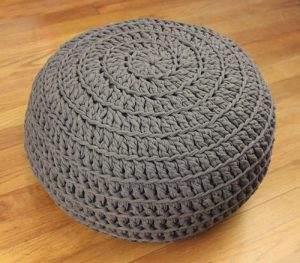 comfy-crochet-pouf-diy_Large500_ID-1717190