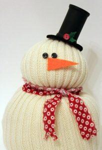 Haz un hombre de nieve con un suéter reciclado