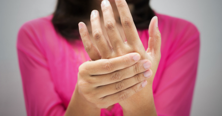woman-with-hand-pain
