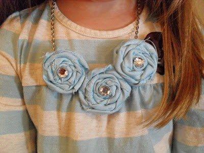 Collares de trapillo con rosetas
